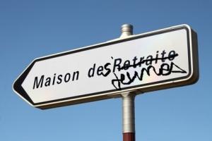 Panneau directionnel ' Maison de Retraite '